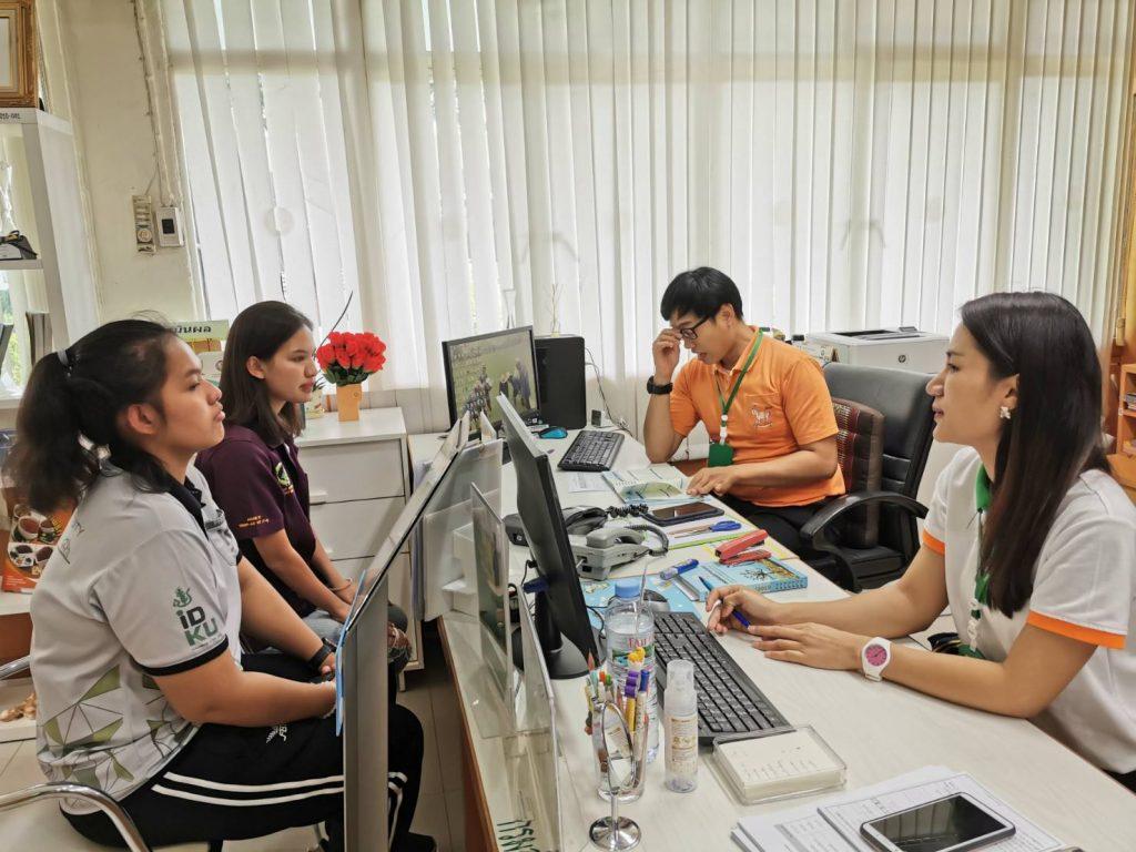 ผู้รับบริการ ณ ศูนย์บริการร่วมกรมส่งเสริมการเกษตร